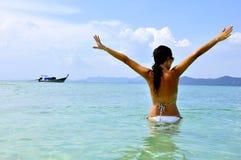 женщины пляжа экзотические тропические Стоковое фото RF
