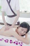 Женщины получая массаж Стоковое Изображение