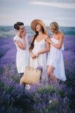 3 женщины представляя в поле лаванды Стоковая Фотография RF