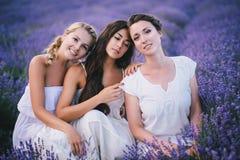 3 женщины представляя в поле лаванды Стоковое фото RF