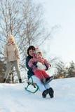 Женщины при ребенок сползая на скелетоны Стоковое Изображение RF