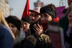 """Женщины протестуют для равных прав на марте ежегодных """"женщин """" стоковое изображение"""