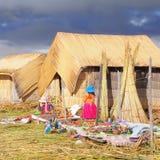 Женщины продают handmade сувениры. Стоковое Фото