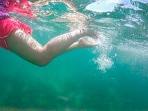 Женщины плавая в море Стоковая Фотография RF