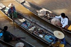 Женщины племени Intha, Мьянма Стоковые Фото