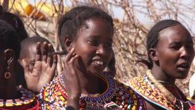 Женщины племен Samburu поя сток-видео