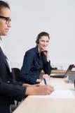2 женщины работают в офисе Стоковая Фотография