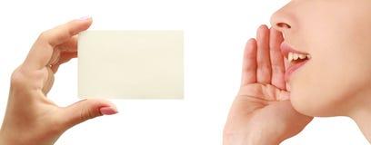 женщины руки визитной карточки говоря Стоковые Фотографии RF