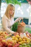 женщины рынка плодоовощ Стоковая Фотография RF