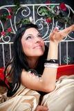 женщины сбора винограда счастья кровати Стоковые Изображения