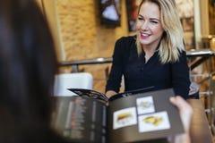 2 женщины смотря меню Стоковая Фотография