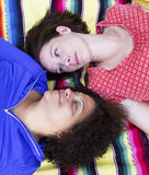 2 женщины смотря один другого Стоковая Фотография