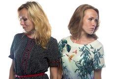 2 женщины смотря различные стороны Стоковые Фотографии RF