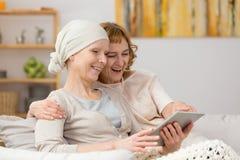 Женщины смотря таблетку Стоковая Фотография