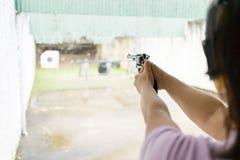 Женщины снимая цель Стоковое фото RF