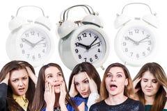Женщины с головной болью и будильником Стоковая Фотография RF