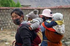2 женщины с детьми Стоковая Фотография RF