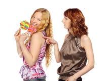 2 женщины с леденцом на палочке Стоковое Изображение RF