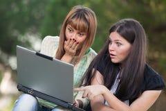 Женщины с компьютером Стоковое Изображение RF