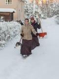 2 женщины с лопаткоулавливателями Стоковые Изображения