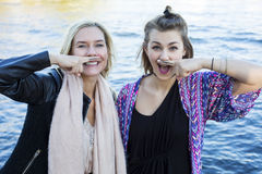 2 женщины с покрашенным усиком Стоковая Фотография