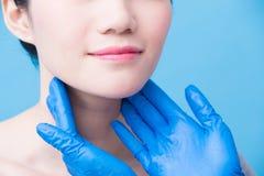 Женщины с проблемой тироидной железы стоковое изображение