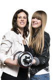 2 женщины с серебряной гантелью Стоковое Фото