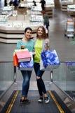 Женщины с сумками на moving лестнице Стоковая Фотография RF
