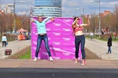 2 женщины танцуют современный танец Стоковые Фотографии RF