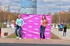 2 женщины танцуют современный танец Стоковое фото RF