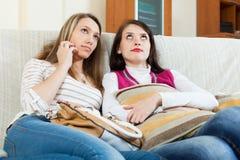 2 женщины тоскливости совместно Стоковые Фотографии RF
