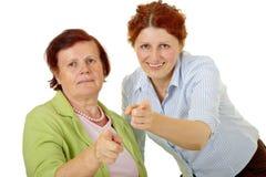 2 женщины указывая на вас Стоковые Фотографии RF