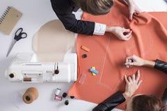 Женщины шить совместно Стоковая Фотография