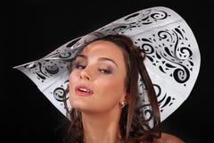 женщины шлема бумажные белые молодые стоковая фотография