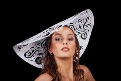 женщины шлема бумажные белые молодые стоковые изображения rf