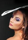 женщины шлема бумажные белые молодые стоковое изображение