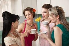 женщины gossiping Стоковая Фотография