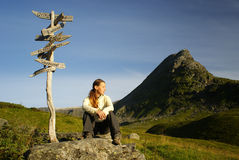 Женщины Hiker в сельской местности стоковая фотография rf