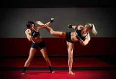 2 женщины kickboxers Стоковая Фотография RF