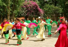 женщины kunming танцульки согласия фарфора китайские Стоковые Фото