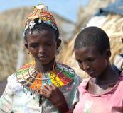 Женщины molo El приближают к озеру Turkana Стоковые Изображения