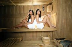 женщины sauna молодые Стоковые Фотографии RF