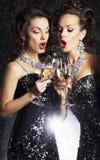 Женщины toasting на партии с рюмками Стоковое фото RF