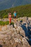 2 женщины trekking Стоковое Изображение RF