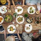 Женщин связи обедающего концепция совместно Стоковые Изображения RF