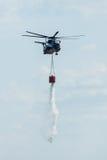 жеребец моря Sikorsky CH-53 вертолета груза Тяжел-подъема немецкой армии с оборудованием для боя увольняет Стоковые Изображения RF