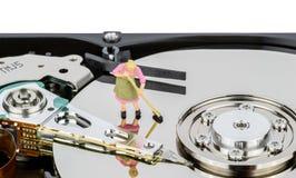 Жесткий диск компьютера чистки Стоковая Фотография RF