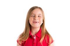 Жест выражения белокурой девушки пересеченных глаз смешной Стоковые Изображения