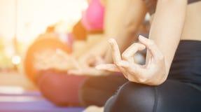 Жест йоги руки, занятия йогой Стоковое фото RF
