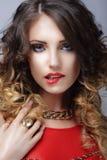 желание Кокетливая женщина сдерживая ее сексуальные губы Стоковые Фотографии RF